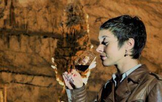 Néovinum à l'Aven d'Orgnac : dégustation de vins à 50 mètres sous terre