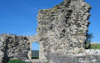 Tour et ruines du château de La Roche