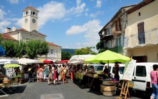Une matinée sur le marché d'Alba la Romaine