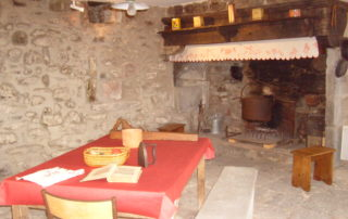 Ferme de Boulègue - Cobbled kitchen and fireplace