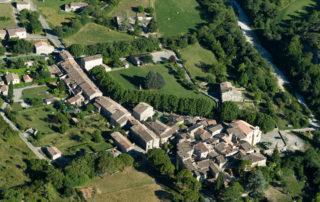 Visite guidée à Saint-Maurice-d'Ibie : un village, une église, des platanes…