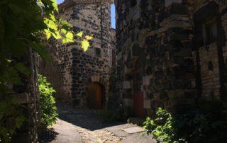 Ruelle du village de Mirabel