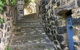 Calade dans le village de Mirabel