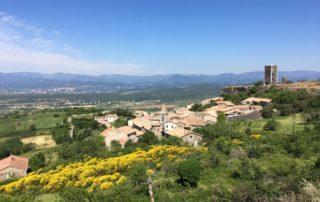 Vue sur le village de Mirabel et sa tour