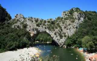 Canoë - Kayak de Châmes à St Martin d'Ardèche - 24 km / 1 jour avec Canoës Service